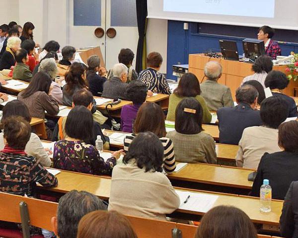 日本女子大学のWEBサイトで広岡浅子関連講座の模様を動画配信中!